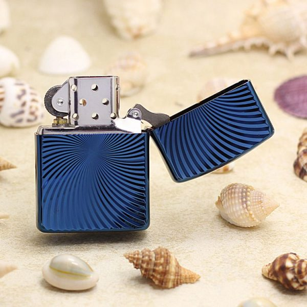 https://zippoxin.com/wp-content/uploads/2018/09/bat-lua-zippo-vo-day-xanh-bang-titan-62TIBL-WAVE3.jpg