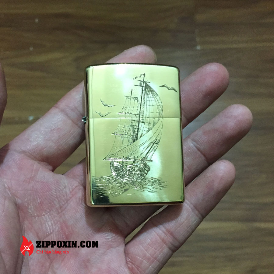 Zippo vỏ đồng họa tiết Thuận Buồm Xuôi Gió - ZP23-1