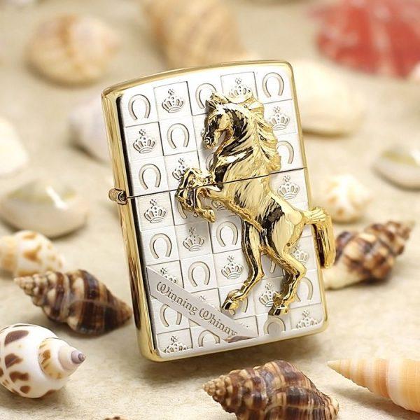 Zippo ngựa ốp mạ vàng trên nền caro mạ bạc ZBT-5-3E