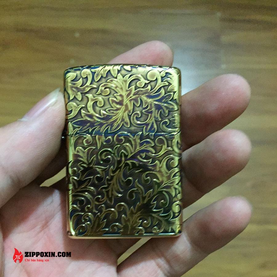 Bật lửa zippo hoa văn cổ mạ vàng đen 2GI-5KARA-1