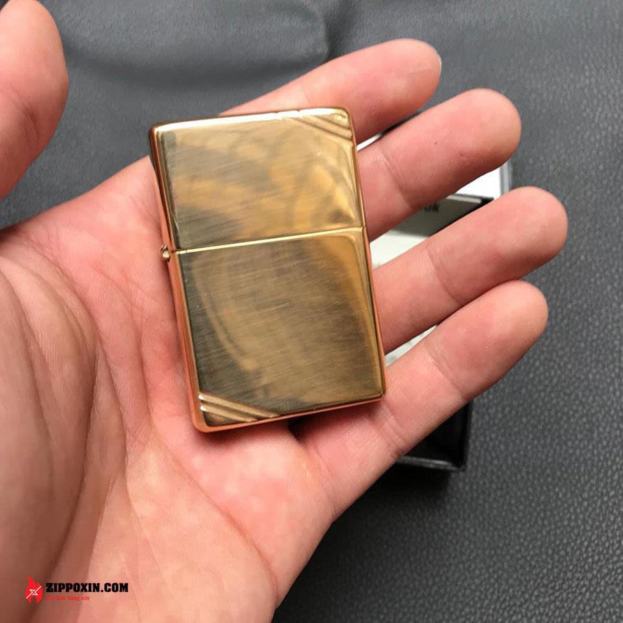 Bật lửa Zippo chặt góc vàng 270-2