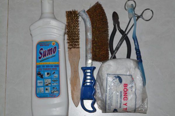 Dụng cụ cần thiết để vệ sinh bật lửa Zippo bị ố vàng