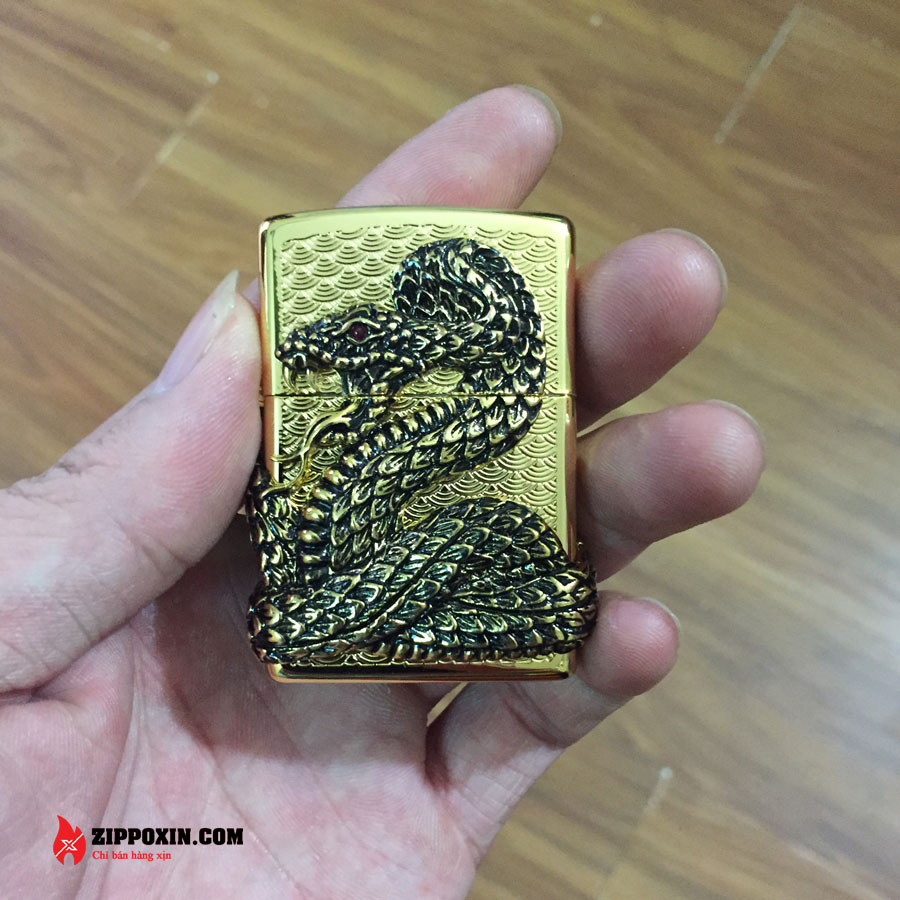 Bật lửa Zippo mạ vàng ốp nổi hình rắn quấn quanh thân ZBT-1-30A-1