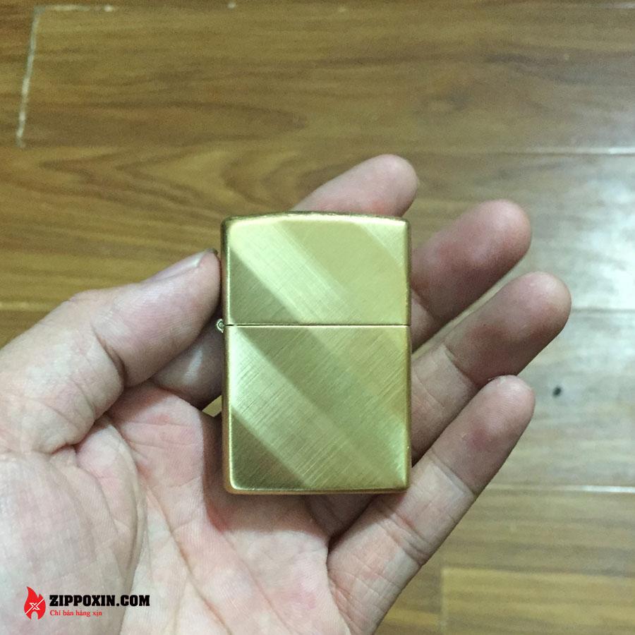 Bật Lửa Zippo Xước Xéo Vàng 29675-1